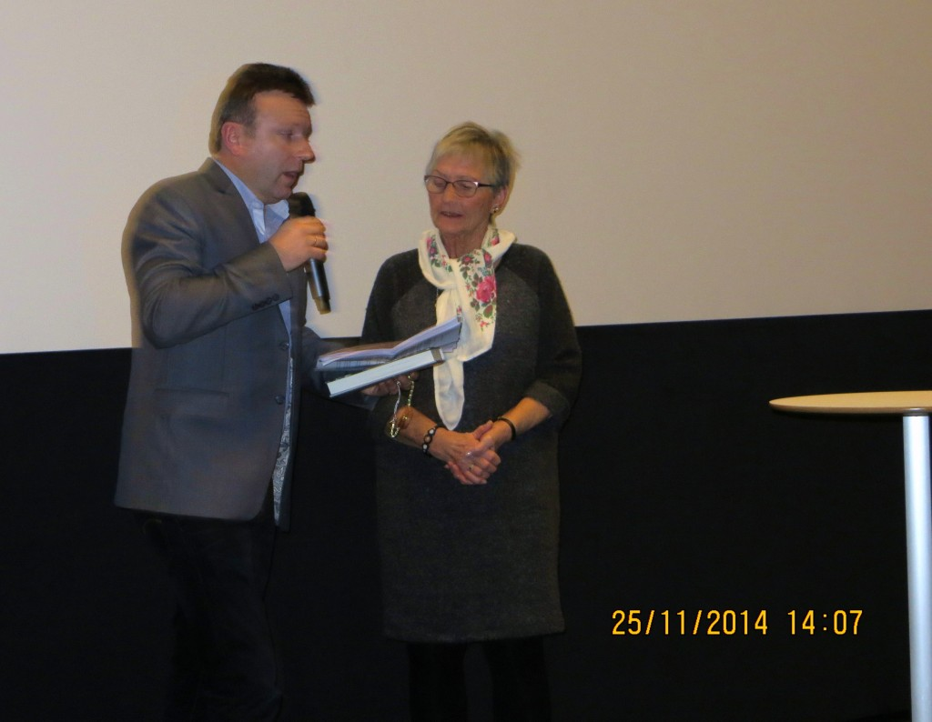 Vebjørn Selbekk her sammen med Senioruniversitetets leder Aud Helland-Olsen under foredraget i Buen Kino.