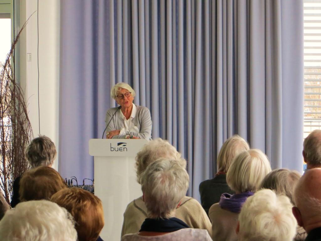 Ingeborg Moræus Hanssen under foredraget i Elvesalen 18.mars.          (Foto:Senioruniversitetet)