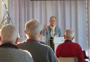 Senioruniversitetets leder Aud Helland-Olsen i Elvesalen