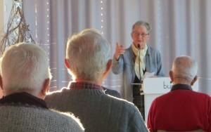 Seniorunivesitetets leder Aud Helland-Olsen i Elvesalen